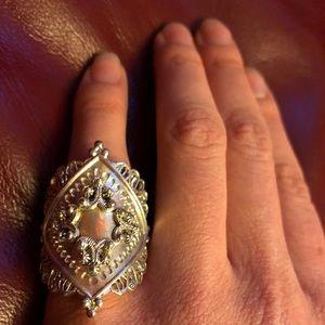 Jewelry - Large ornate metal ring